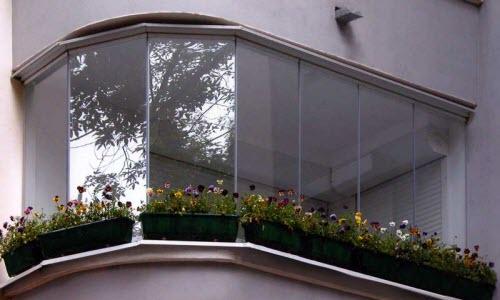 Bezramnoe osteklenie balkonov